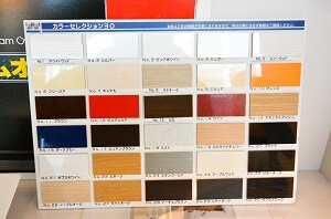 食器棚のカラーバリエーション