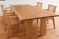 家具蔵のテーブルの画像